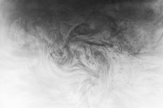 Абстрактная краска в водном фоне. черное облако дыма в движении на белых акриловых вихревых брызгах