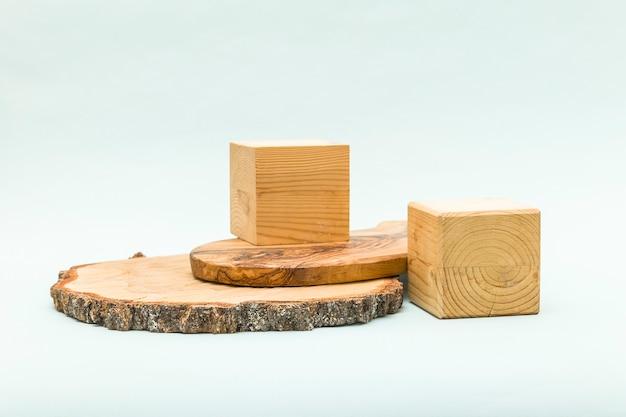デザインのための木製のプラットフォームと抽象的なパステル背景。