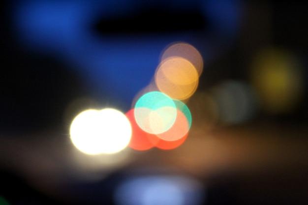 Абстрактное фото видны размытые круги разного цвета боке