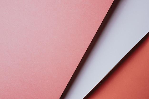 모양, 미니멀한 그림자, 복사 공간이 있는 추상 분홍색 주황색 및 흰색 및 노란색 용지 형상 구성 배경. 최소한의 기하학적 모양. 화려한 배경 개념