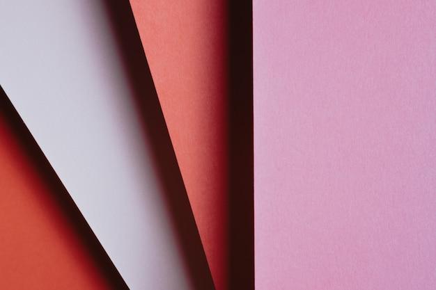 모양, 미니멀한 그림자, 복사 공간이 있는 추상 분홍색 빨간색 주황색, 흰색 및 노란색 용지 형상 구성 배경. 최소한의 기하학적 모양. 화려한 배경 개념