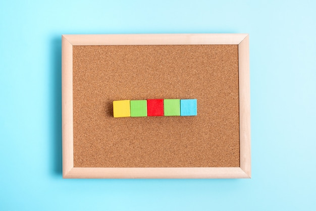 Абстрактная обычная отрывная бумага, показывающая фон, плоский лист, представляющий другой фон outli