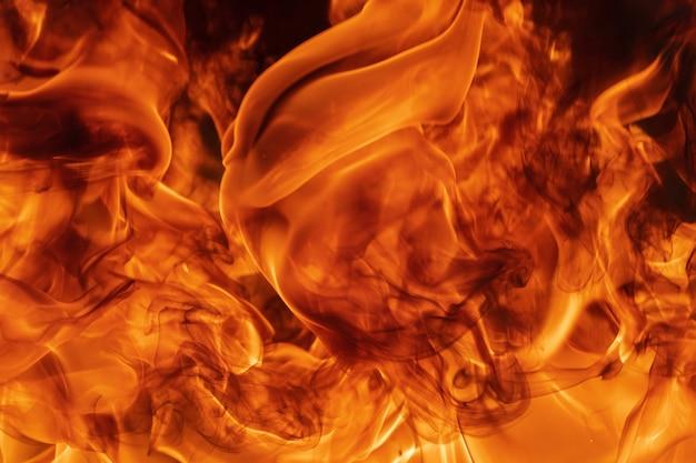 炎と抽象的な赤い火の自然な背景。美しい危険なファイアストーム抽象的なテクスチャ