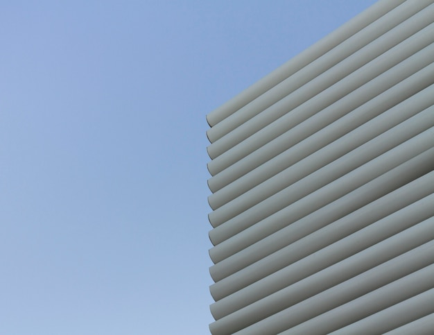 抽象的な丸い形と空の背景