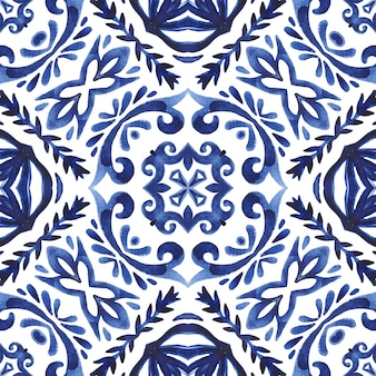 Абстрактный бесшовные декоративные акварель дамасской персидской краской узор. керамический дизайн в стиле азулежу. средиземноморская плитка.
