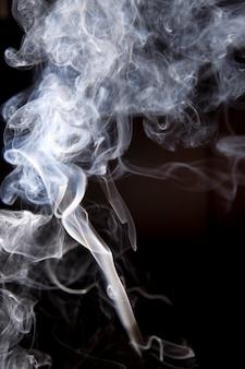 分離された抽象的な煙