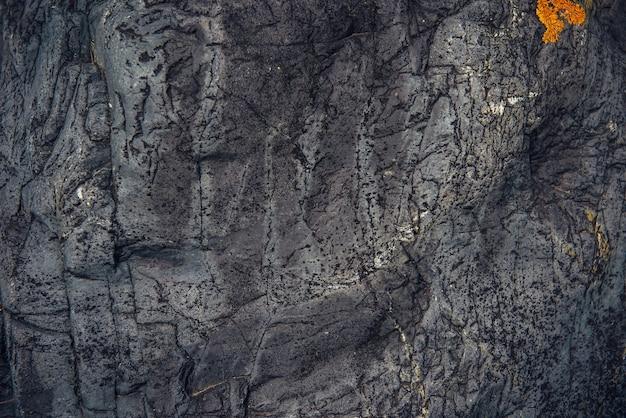 Абстрактный каменный фон. шероховатая поверхность серого камня с трещинами и естественным узором, крупным планом. текстура для дизайна.