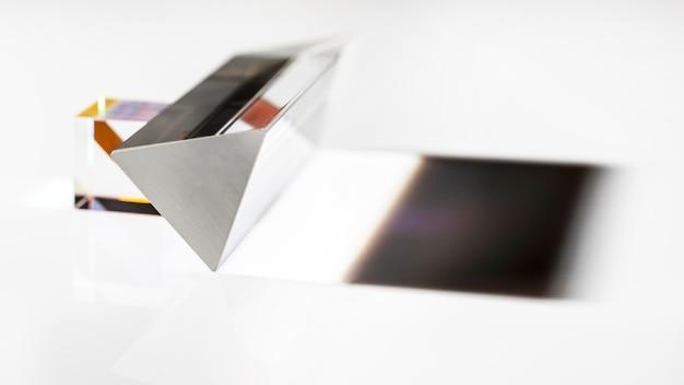 추상 투명 프리즘과 그림자