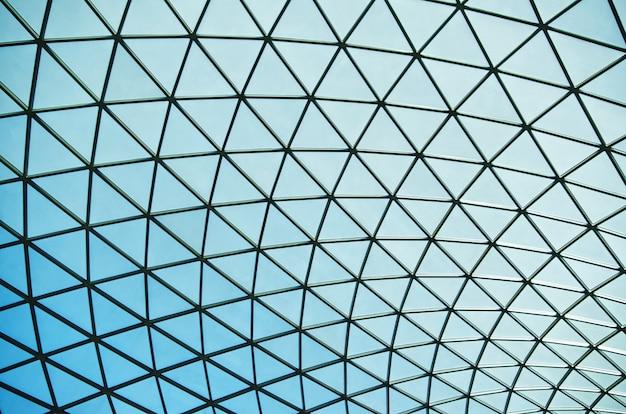 抽象的な三角形の屋根