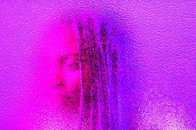 女性の抽象的な蒸気波の肖像画