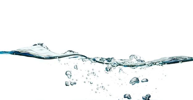 Абстрактный всплеск волны воды, изолированные на белом фоне.