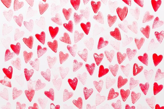 抽象的な水彩赤、ピンクの心の背景。コンセプト愛、バレンタインデーのグリーティングカード。