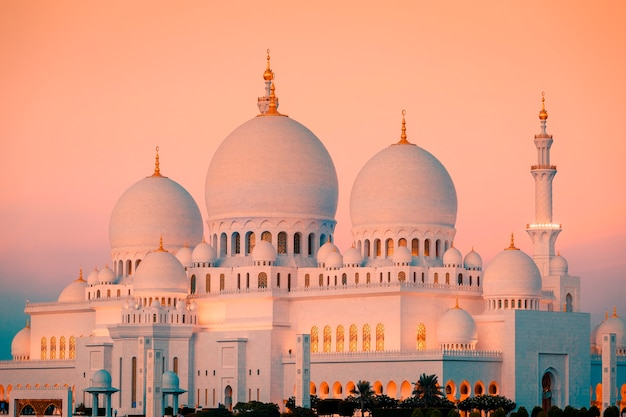 Abu dhabi sheikh zayed mosque at sunset