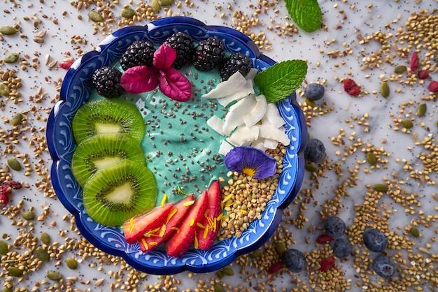 Acai bowl smoothie kiwi blackberry strawberry