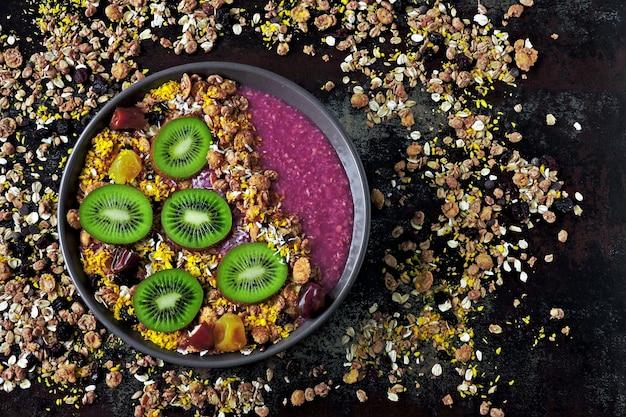 Acai bowl with granola and kiwi