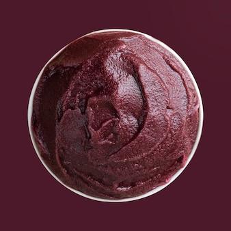 アサイ、ブラジルの冷凍アサイベリーアイスクリームボウル。上面図。