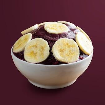 アサイ、ブラジルの冷凍アサイベリーアイスクリームボウル、バナナスライス。