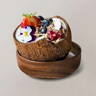 ココナッツの殻のアサイースムージー