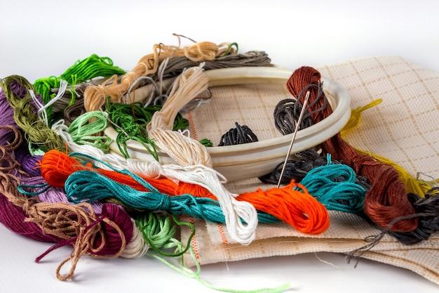 Аксессуары для вышивки: пяльцы, мулен, канва, игла. понятие о рукоделии.