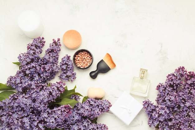 Accessories for make-up and skin care, perfumes.