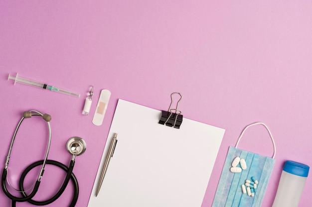 付属品の薬、予防とワクチン接種コロナウイルス、ライラックの背景