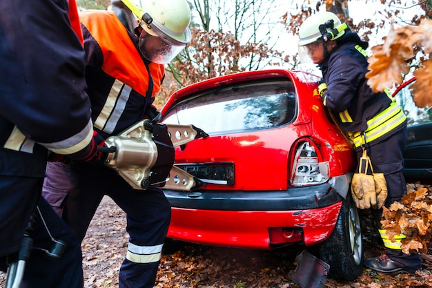 Accident, fire brigade rescues victim of a car crash