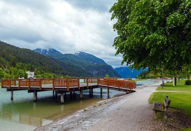 Achensee (achen 호수) 나무 정박지 (오스트리아)와 여름 풍경