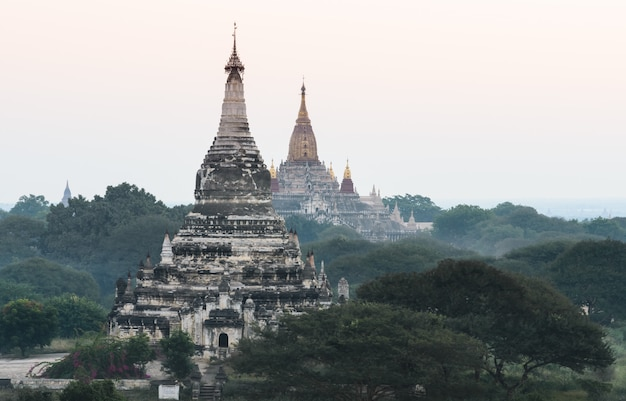 Древние храмы в багане, мьянма