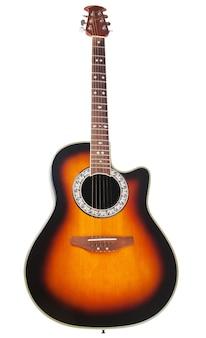Акустическая гитара в разрезе, изолированные на белом фоне. обтравочный контур