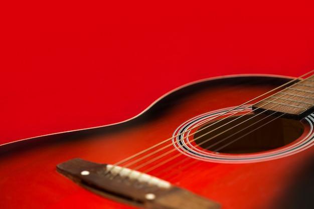Акустическая гитара крупным планом