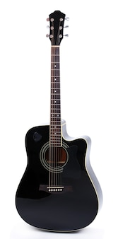 Акустическая гитара, изолированная на белой поверхности