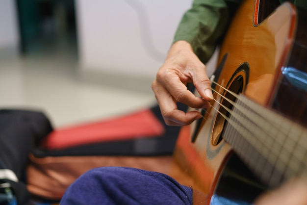 Acoustic guitar playing with fingertip