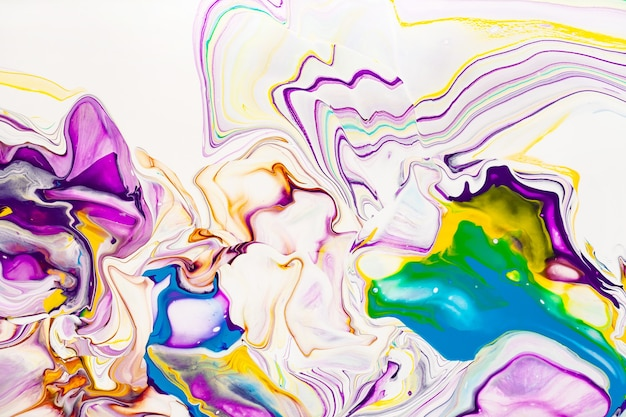 아크릴 페인트 파도 추상적 인 배경. 무지개 대리석 질감. 오일 페인트 액체 흐름 화려한 벽지. 크리 에이 티브 보라색, 노란색, 파란색 유체 효과 배경.