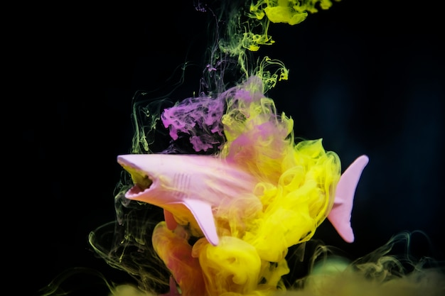 Acryllic color dissolving in water