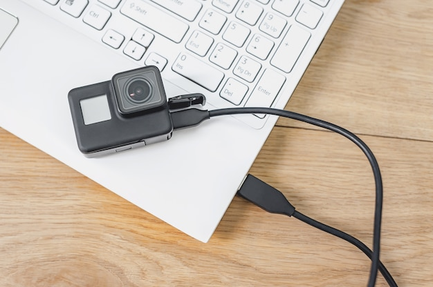 Action-camera connected to a white laptop