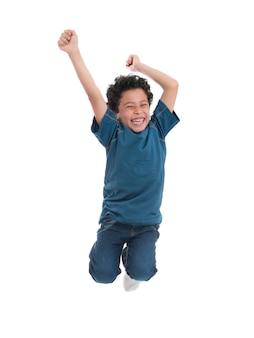 空中でジャンプする陽気な陽気な少年