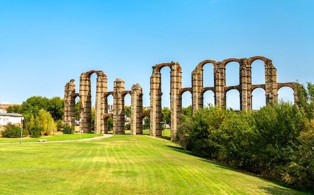 The acueducto de los milagros, the ruins of a roman aqueduct in merida, spain