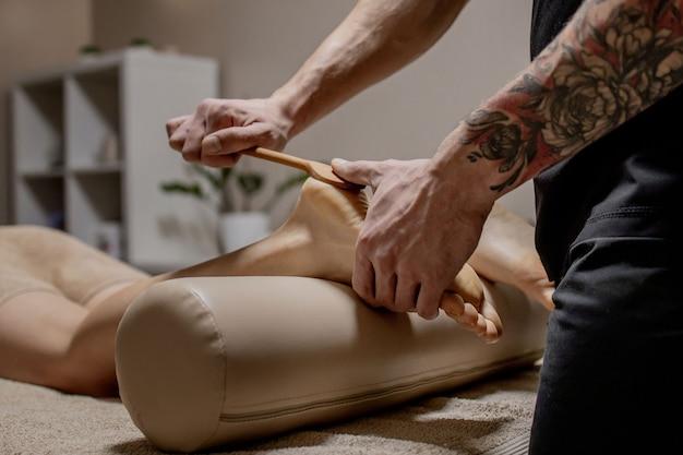 Точечный массаж, рефлексотерапия. натуральная медицина, рефлексотерапия, точечный массажер для ног угнетает точки потока энергии.