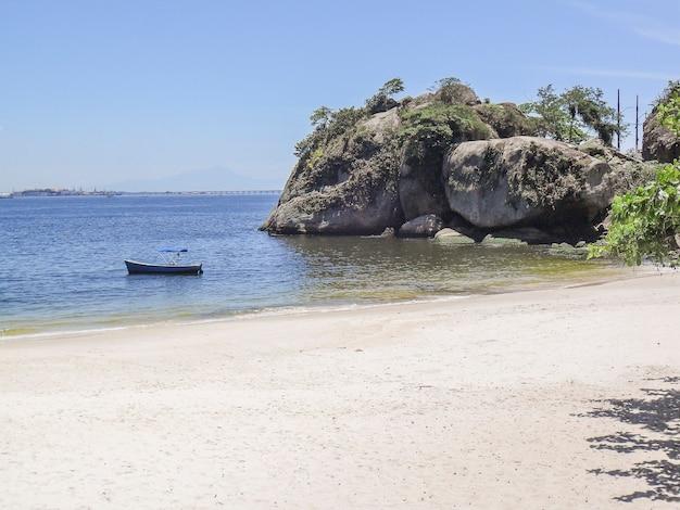 브라질 리우데 자네이루의 아 다오와 에바 해변.