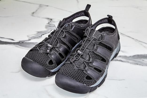 스포츠 용 속건성 워터 슈즈에 조절 가능한 고무 신발 끈.