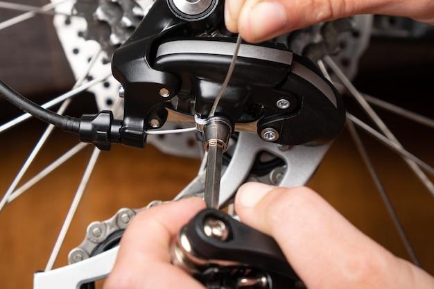 六角形の自転車のギアシフトの調整。