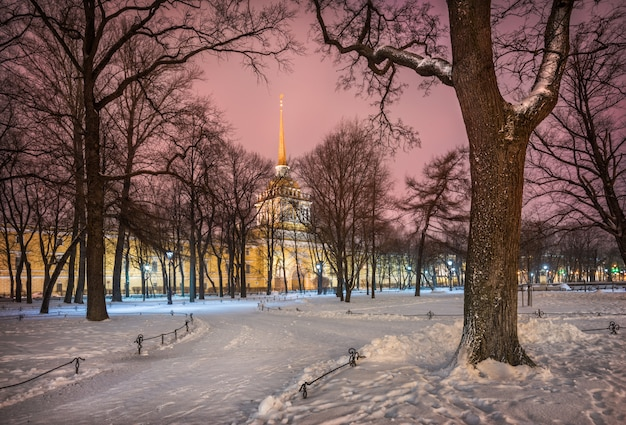 Здание адмиралтейства в санкт-петербурге зимой
