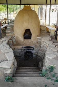 セラミック製品を焼成するためのアドビ陶器窯