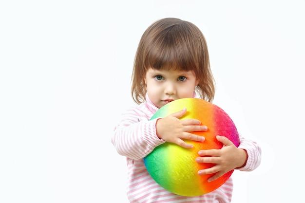 동성애 커플과 가족 개념에 의한 입양과 육아. 동성애 공포증에 대한 어린이. 프리미엄 사진