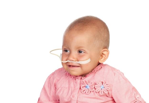 Очаровательный ребенок борется с болезнью