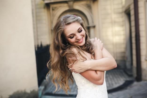 長い髪の愛らしい花嫁