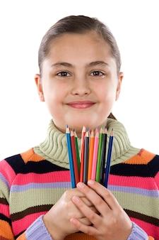 Очаровательная девушка со многими карандаши цветов, изолированных на белый