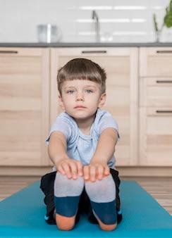 自宅で愛らしい子供トレーニング