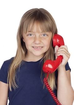 濃い青のtシャツと電話のかわいい女の子