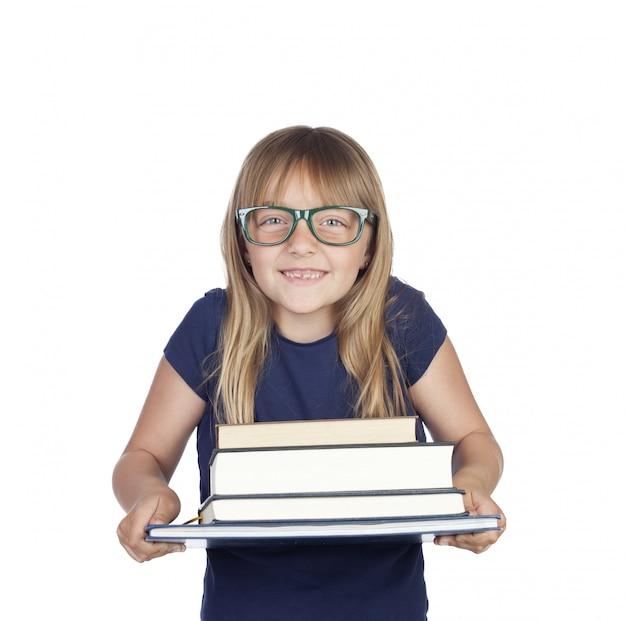 濃い青のtシャツと本のかわいい女の子